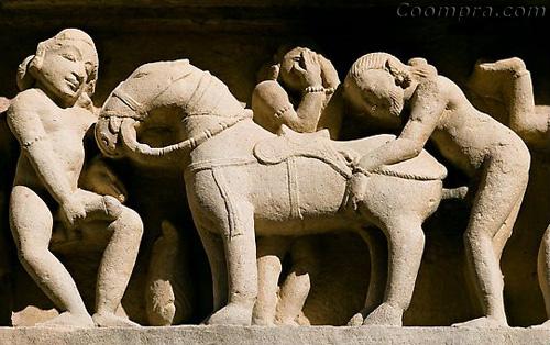 Escultura de Khajuraho - zoofilia en Lakshmana