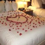 Decorando la cama para San Valentín